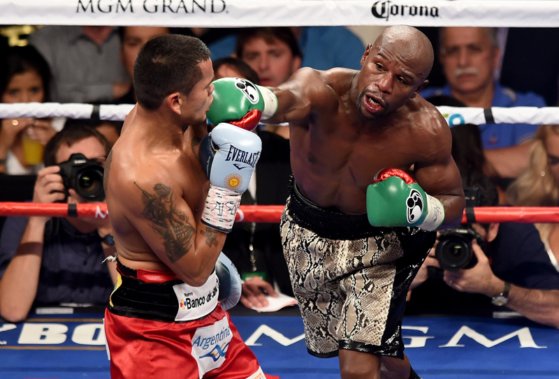 Floyd Mayweather Jr in boxing match