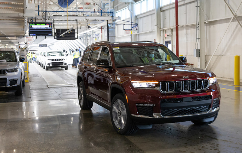A 2021 Jeep® Grand Cherokee L rolls off the line at Stellantis' Detroit Assembly Complex - Mack plant. // Courtesy of Stellantis