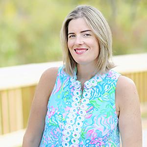 Janelle Tischer headshot