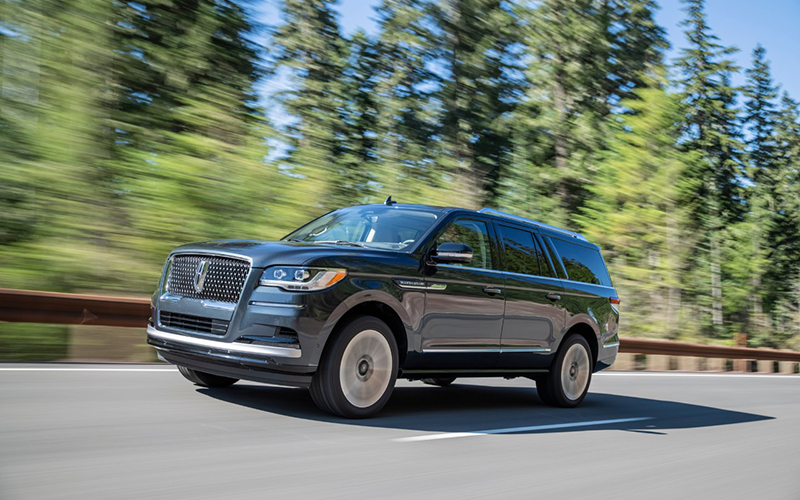 The 2022 Lincoln Navigator features new ActiveGlide cruise control technology and a redesigned exterior. // Courtesy of Lincoln
