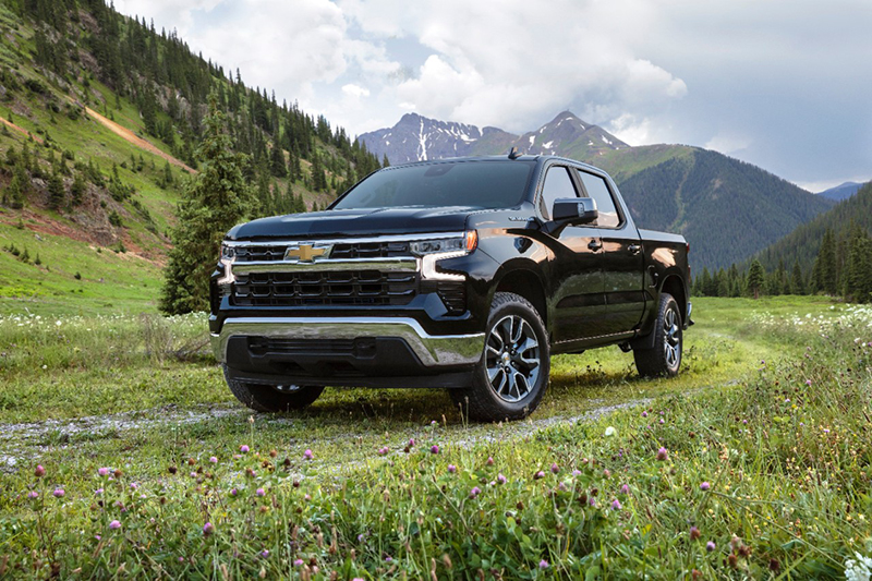 Chevrolet Silverado (pictured) and GMC Sierra reached a combined 38 percent share of the full-size pickup market in the third quarter. // Courtesy of Chevrolet